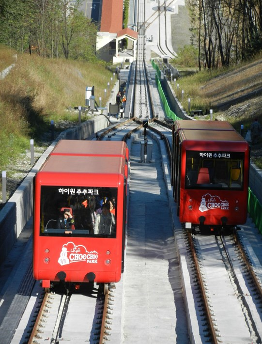 Funicular railway system, the two trains at the central pass | South Korea