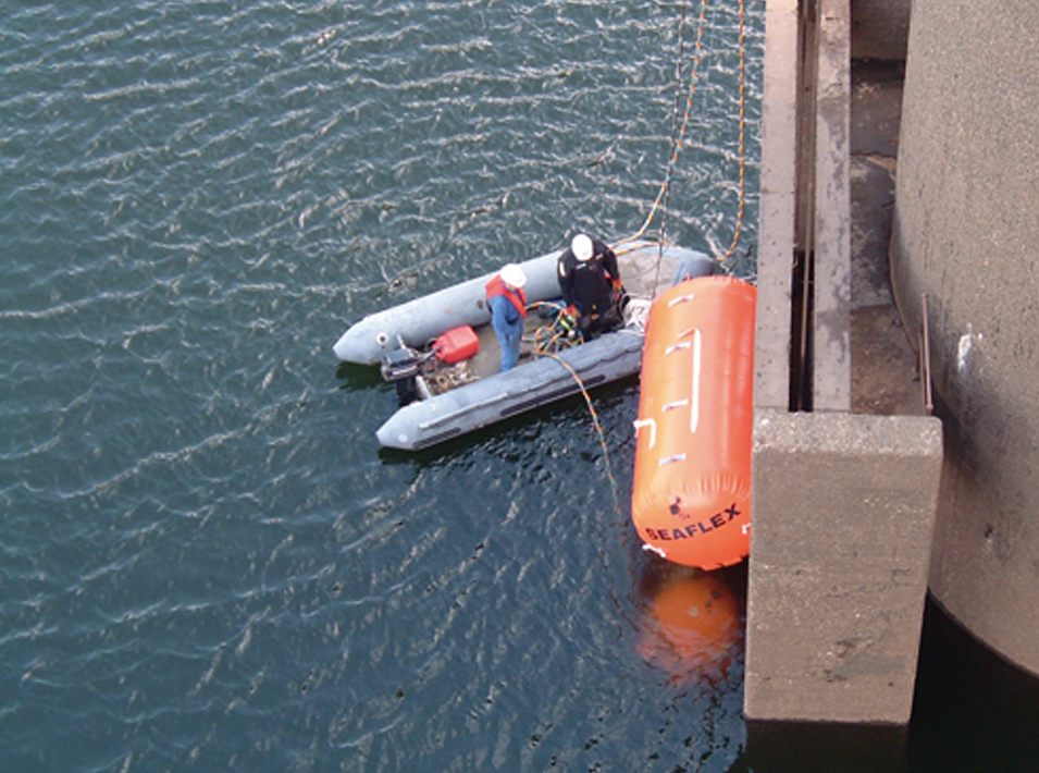 Refurbishment of Stwlan bulkhead gate | Ffestiniog hydro-electric power station | Stage 1 - divers remove existing gate and fit buoys