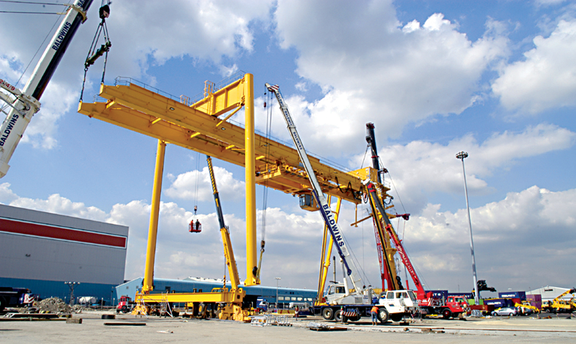 Stage three of installation of crane | Purfleet Thames Terminal
