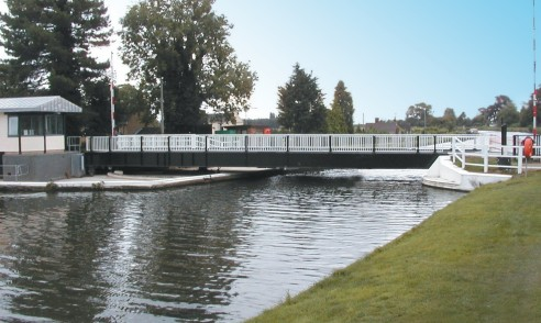 Road swing bridge I Fretherne