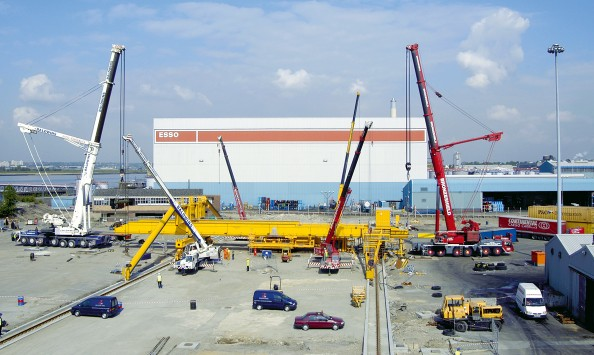 Stage one of installation of crane | Purfleet Thames Terminal