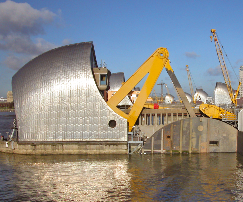 Upgrades to controls, hydraulics and shift and latch arm mechanisms | Thames Barrier